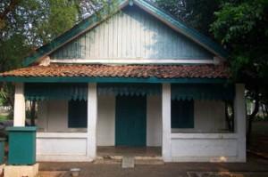 di dalam kawasan Serpong, Tanggerang, sebuah rumah bergaya Betawi